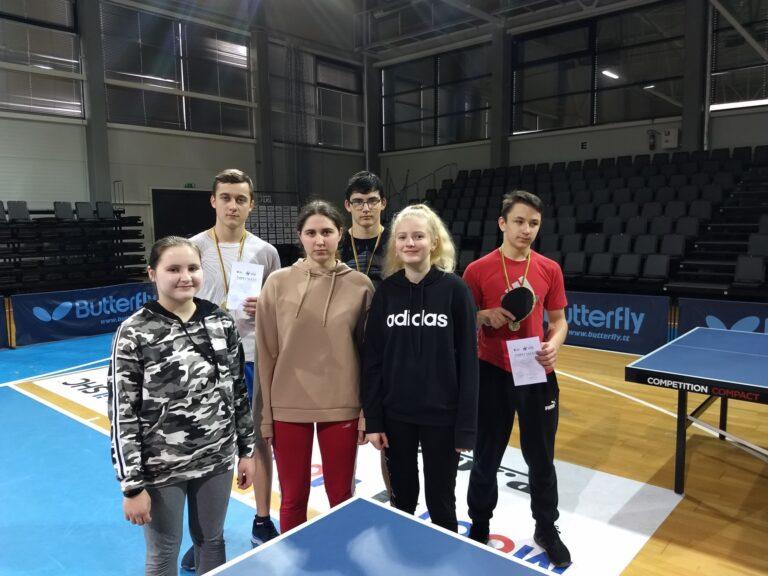 Stalo teniso prizininkai rajone: mergaičių ir berniukų komandos