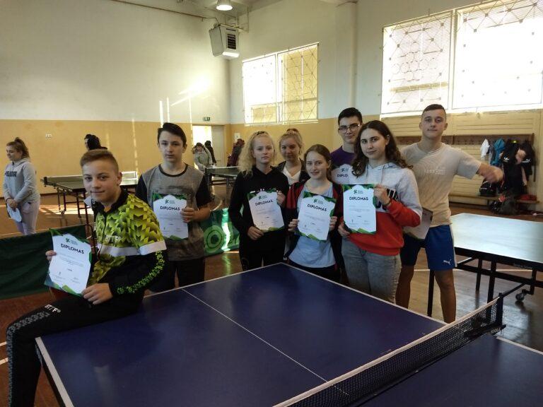 Varžybos  Vilkaviškyje. Mokyklos tenisininkai vėl pirmi!
